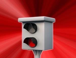 Infrarot-Blitzgerät vor einem roten Hintergrund