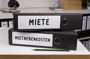 """Schnellheftordner beschriftet mit """"Miete"""" und """"Mietnebenkosten"""""""